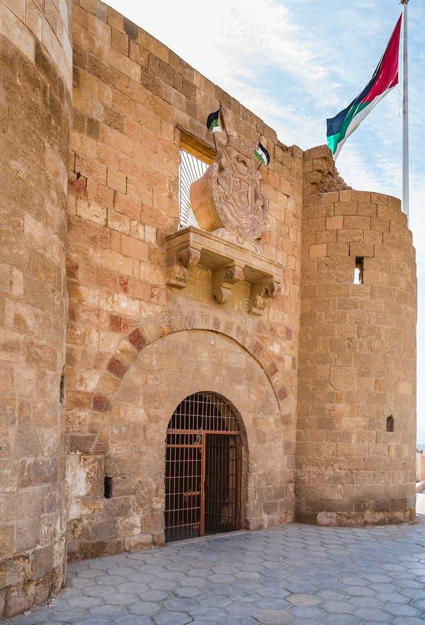 Entrace till fästningen i den Aqaba staden, Jordanien royaltyfria bilder