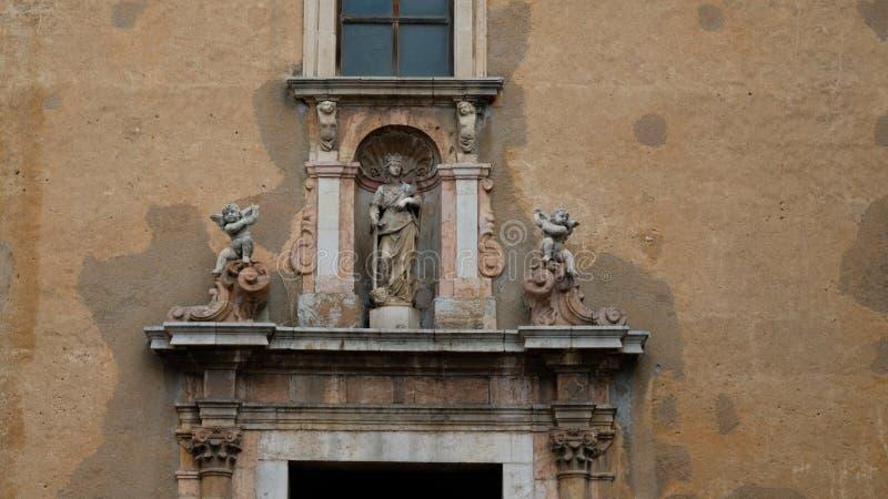 Entrada à basílica Santissimo Salvatore foto de stock