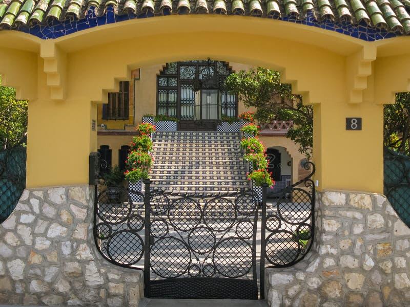 Entrada à casa residencial, Salou, Espanha fotos de stock royalty free