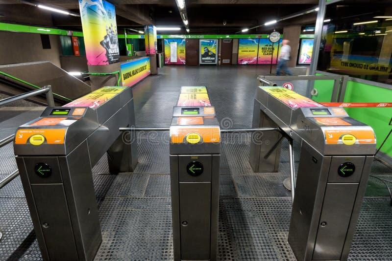 Entrada à estação de metro em Milão, Itália imagem de stock royalty free