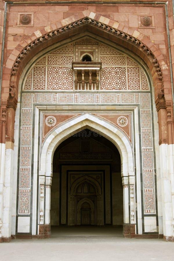 Entrada à mesquita antiga imagem de stock royalty free