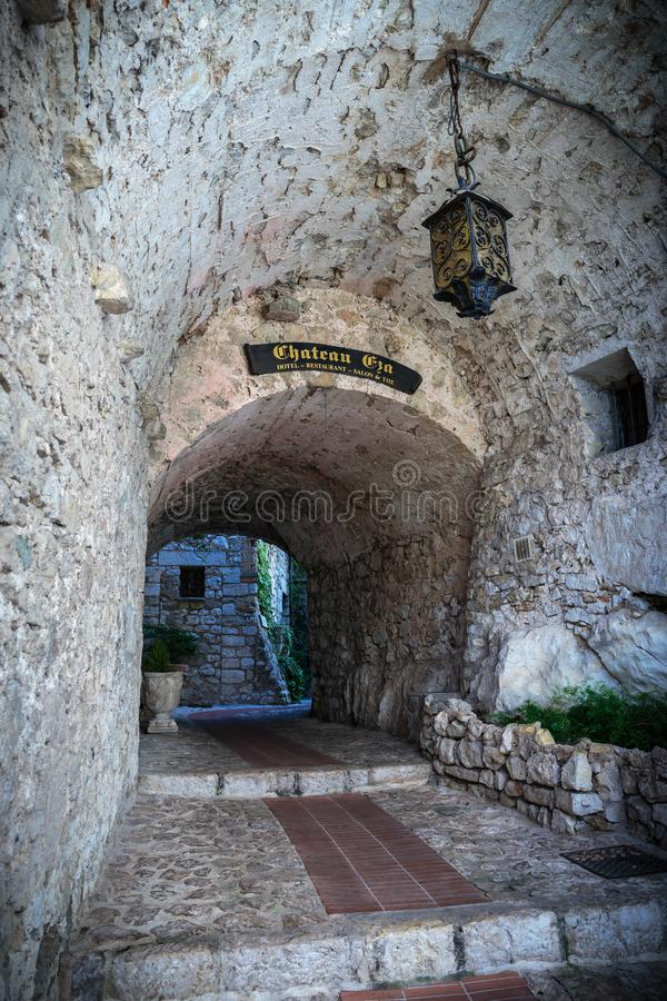 Entrada à vila francesa velha fotos de stock royalty free