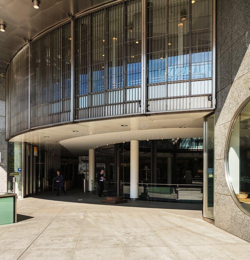 Entrada às SEIS construções de Swiss Exchange em Zurique, Switzerla fotografia de stock royalty free