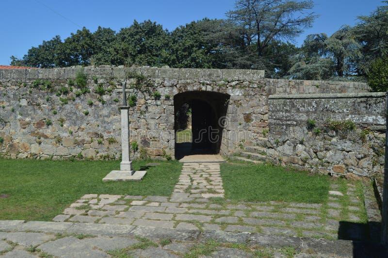 Entrada al castillo de San Sebastian Located In The Mountain de Castro In Vigo Naturaleza, arquitectura, historia, viaje agosto fotografía de archivo