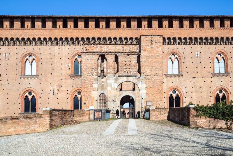 Entrada al castillo de Visconti en la ciudad de Pavía fotografía de archivo libre de regalías