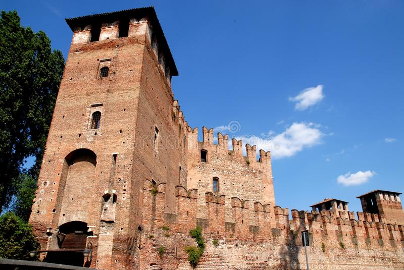 Entrada al castillo en Verona fotografía de archivo