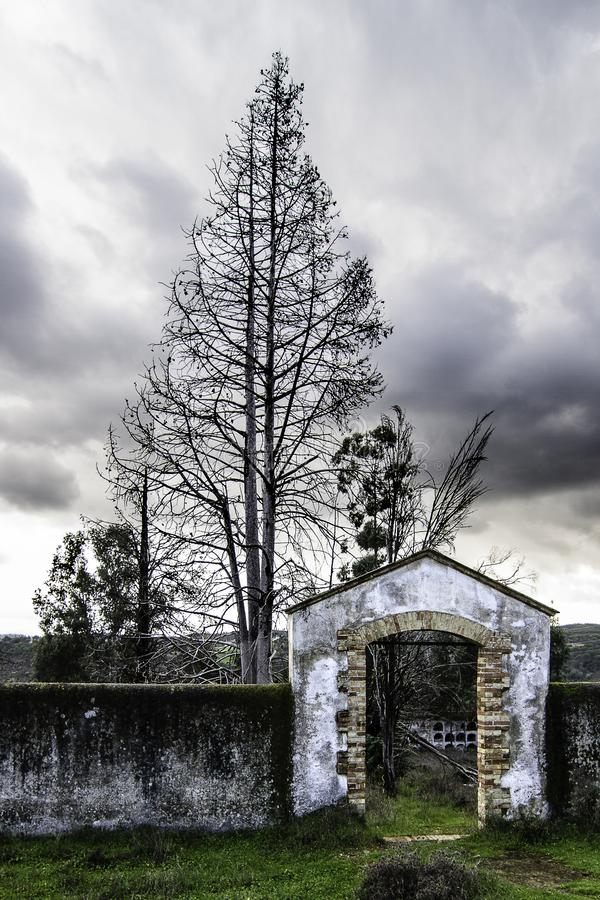 Entrada al cementerio fotos de archivo