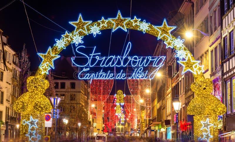Entrada al centro de ciudad de Estrasburgo en la Navidad imágenes de archivo libres de regalías
