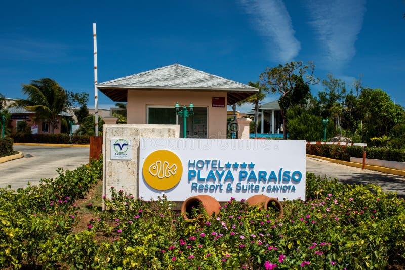 Entrada al centro turístico de Playa Paraiso del hotel en los Cocos de Cayo, Cuba foto de archivo libre de regalías