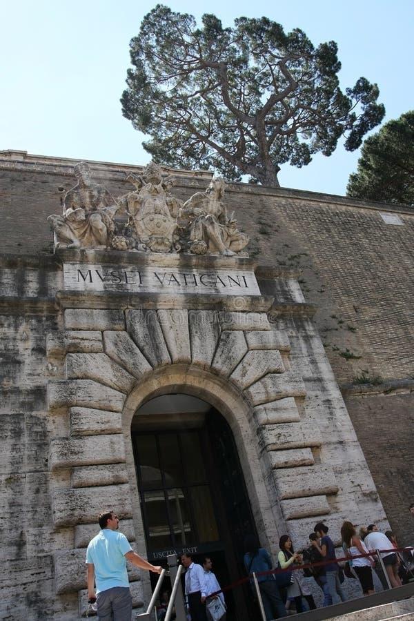 Entrada al museo famoso del Vaticano Éste es el museo más viejo de Italia imagenes de archivo