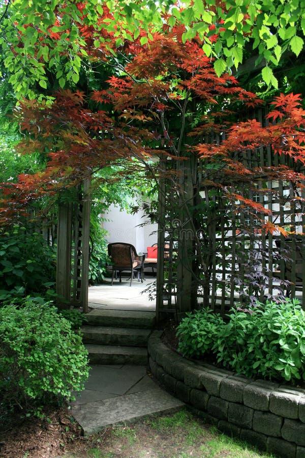 Entrada al patio fotos de archivo