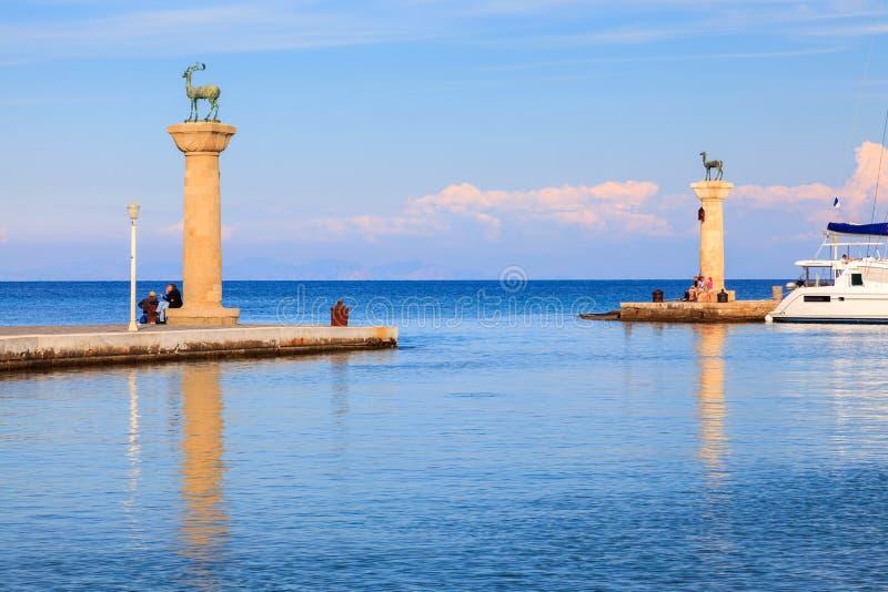 Entrada al puerto Rodas de Mandraki imagen de archivo libre de regalías