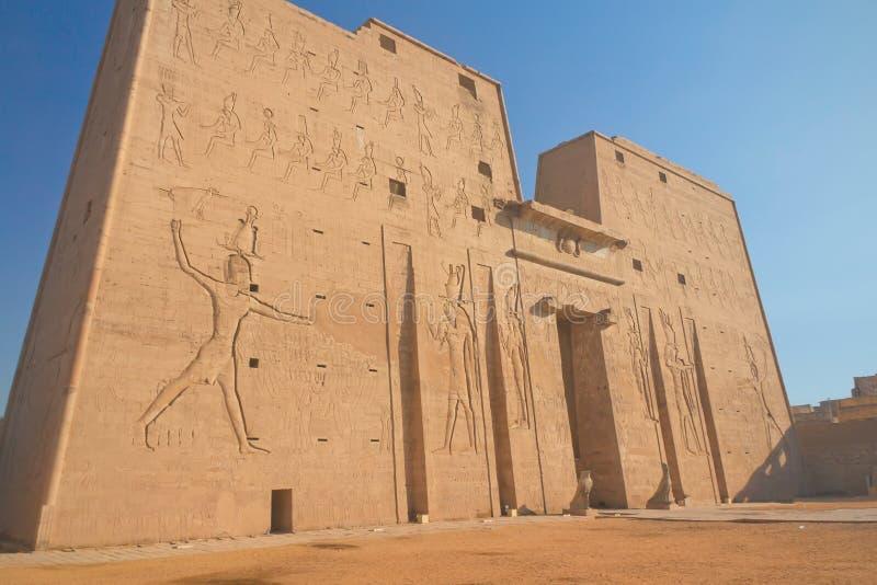 Entrada al templo de Horus (Edfu, Egipto) fotografía de archivo libre de regalías