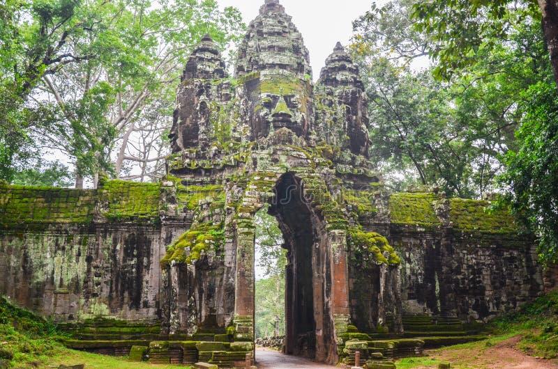 Entrada a Angkor Thom, Angkor Wat Complex, Siem Reap Camboya, el 3 de septiembre de 2015 imagen de archivo