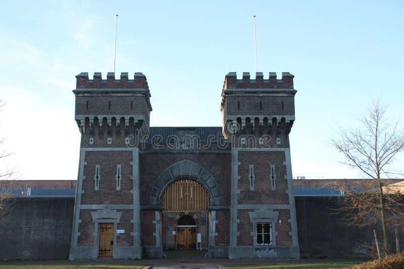 Entrada anterior da cadeia de Scheveningen que é usado igualmente para frases de ICTY nos Países Baixos imagens de stock royalty free