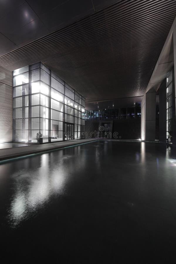 Entrada ao arranha-céus de Dubai imagem de stock royalty free