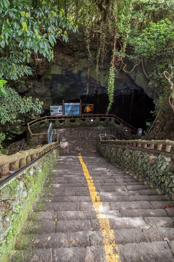 Entrada ao Manjanggul Lava Tube Cave na ilha de Jeju foto de stock royalty free