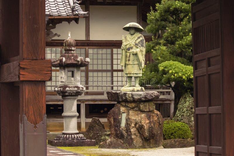 Entrada ao santuário e ao jardim japoneses do zen Fukuoka, Japão imagens de stock royalty free