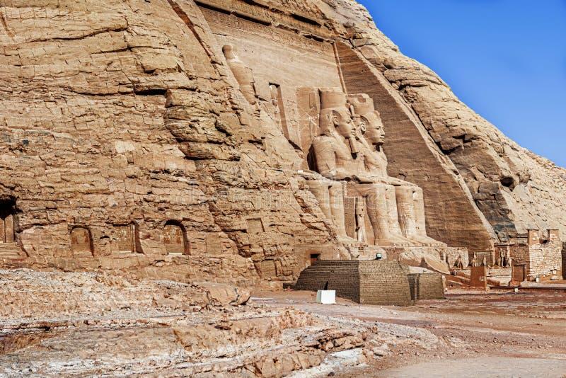 Entrada ao templo do rei Ramses II em Abu Simbel em Egito imagem de stock