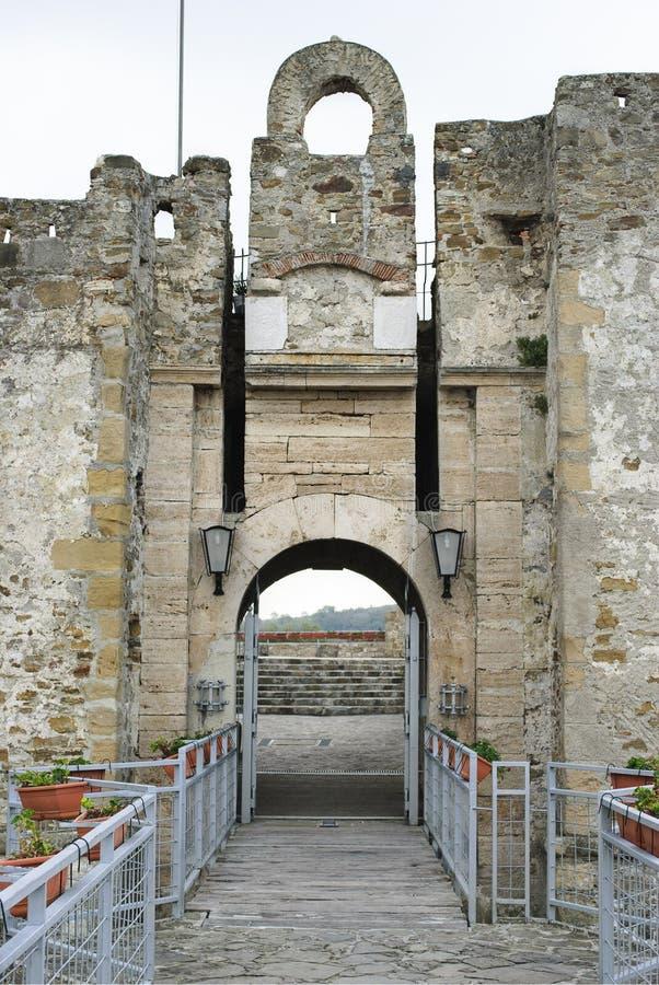 A entrada Aragonese do castelo da vila de Agropoli, Itália imagem de stock royalty free