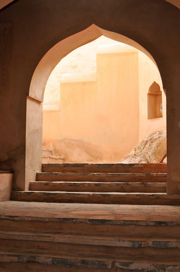 Entrada arqueada do stairway fotografia de stock royalty free