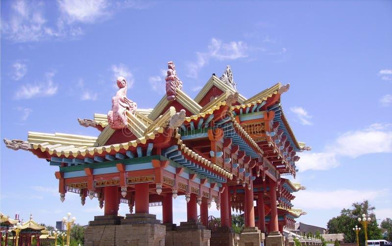 A entrada central ao maior no templo budista de Europa em Elista, Rússia do sul foto de stock