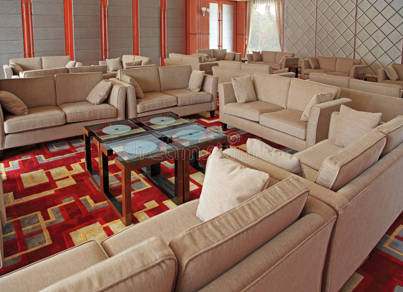 Entrada com jogo do sofá imagens de stock royalty free