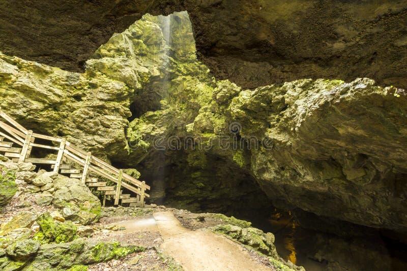 Entrada da caverna foto de stock