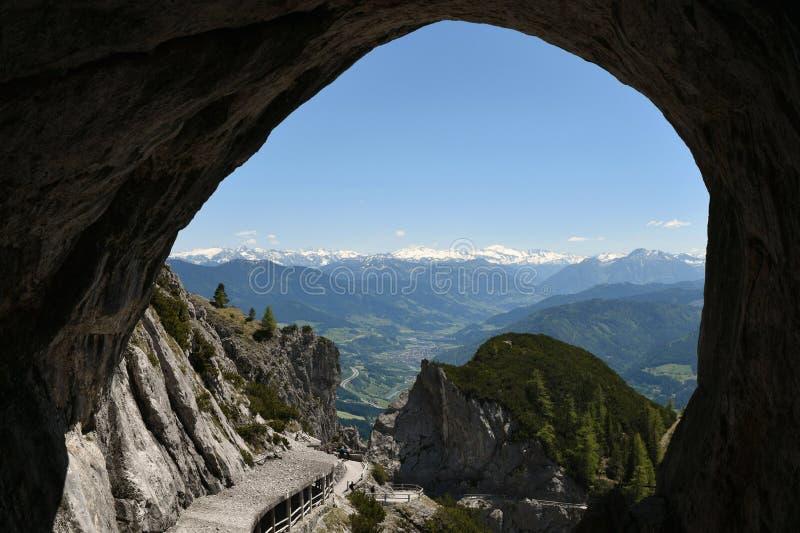 Entrada da caverna em Eisriesenwelt, Áustria foto de stock
