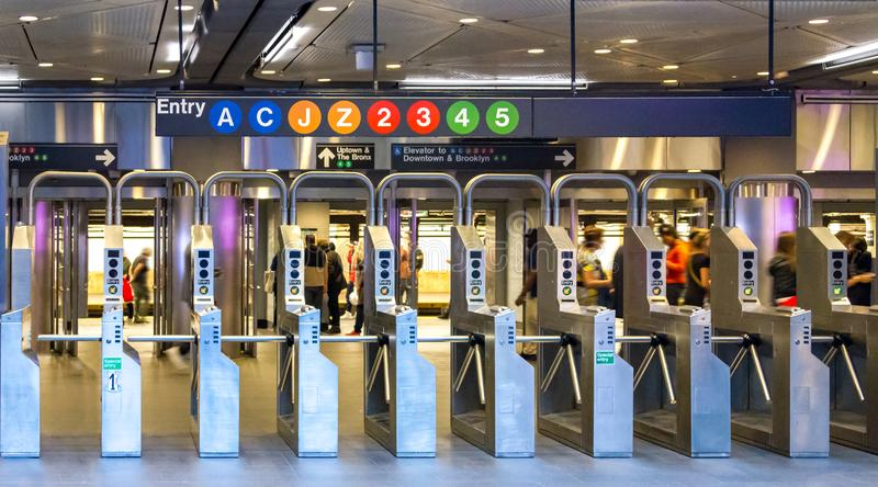 Entrada da estação de metro de Fulton Street em Manhattan do centro, New York City fotografia de stock