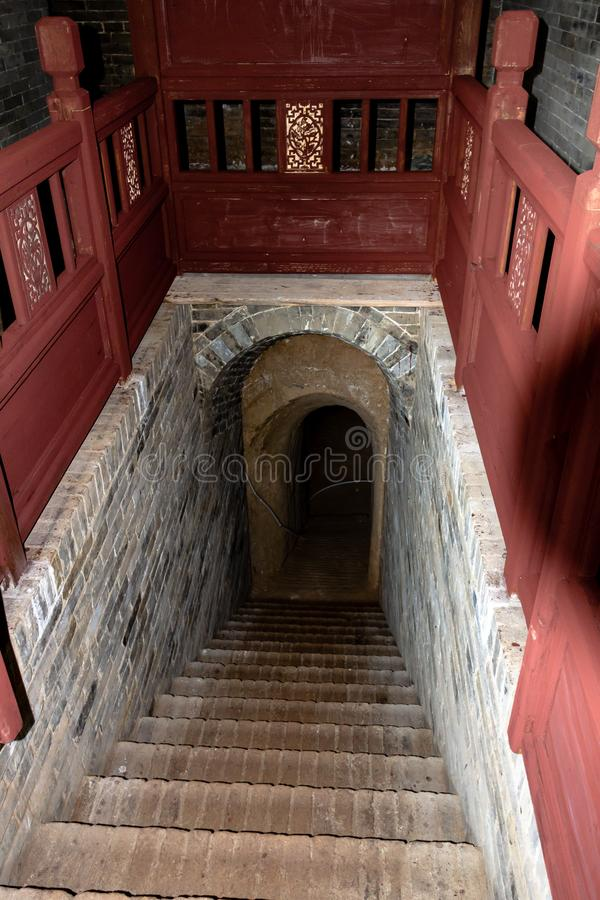A entrada da fortaleza subterrânea de Zhangbi Cun, perto de Pingyao, China fotografia de stock
