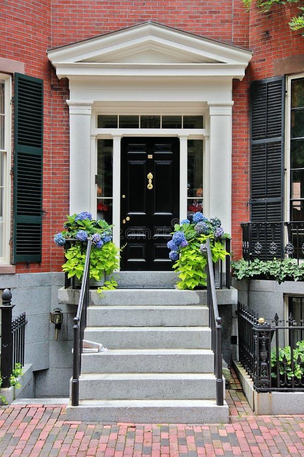 Entrada da porta da rua fotos de stock royalty free