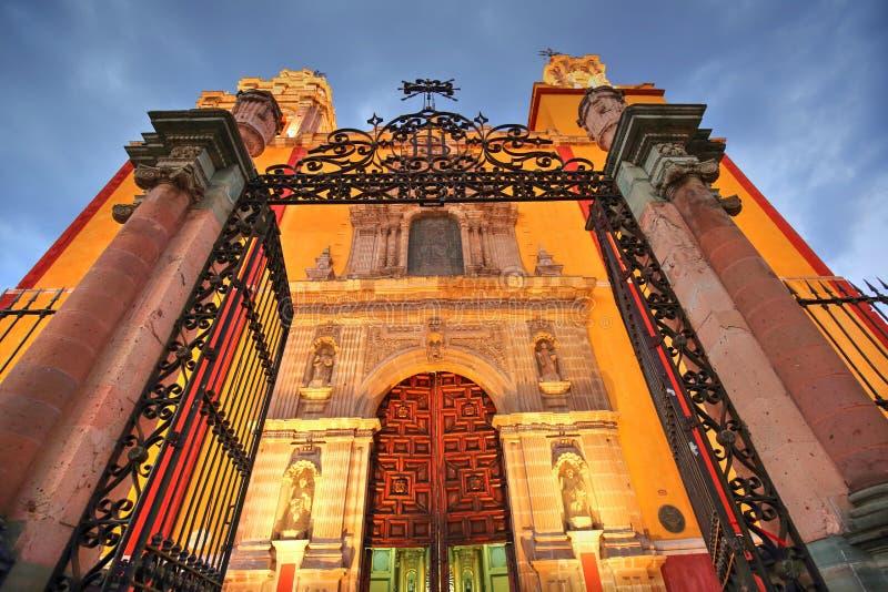 Entrada de la basílica de nuestra señora de Guanajuato fotografía de archivo