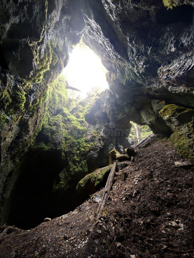Entrada de la cueva imágenes de archivo libres de regalías