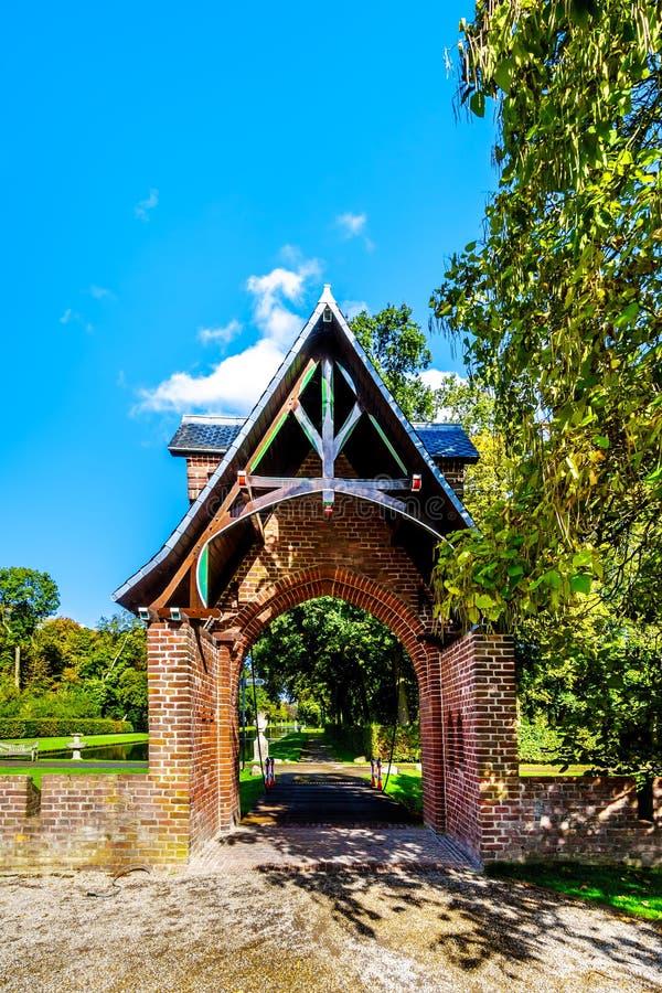 Entrada de la puerta al parque que rodea a Catle De Haar fotografía de archivo libre de regalías