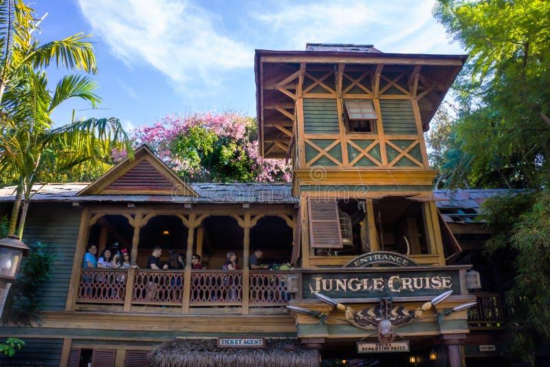 Entrada de la travesía de la selva de Disneyland imagenes de archivo
