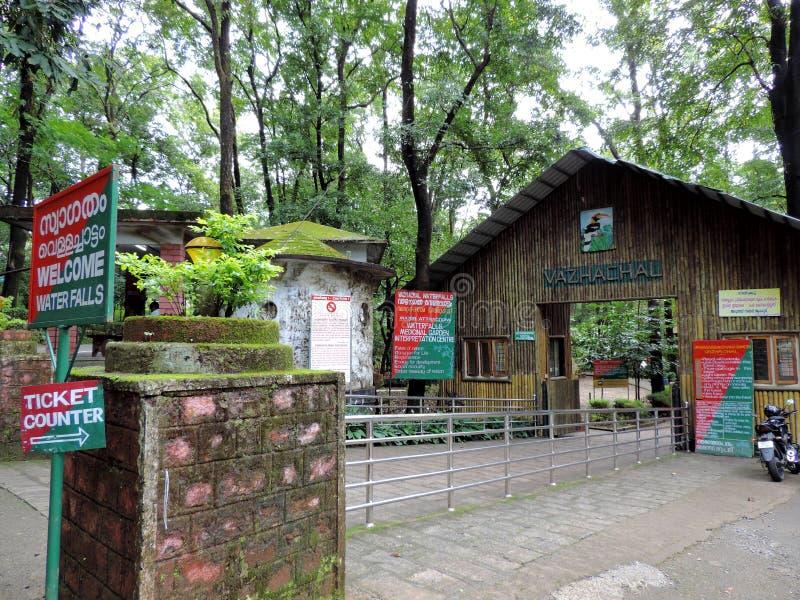 Entrada de las cataratas Vazhachal, Thrissur, Kerala foto de archivo