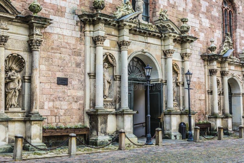 Entrada de los churchs de St Peters Riga, Latvia imagen de archivo