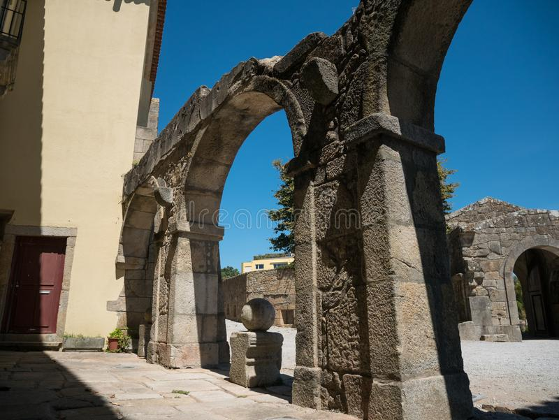 Entrada de pedra arqueada ao forte de Napoleão velho, Foz, Porto, Portugal fotos de stock