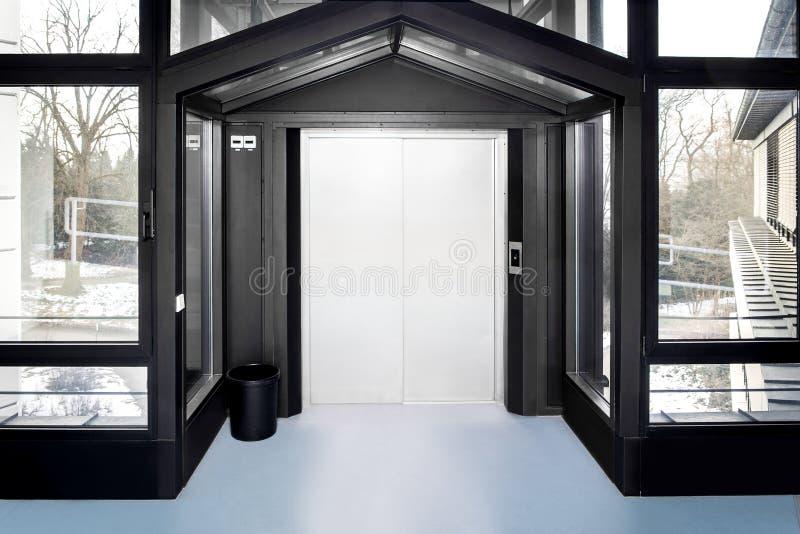 Entrada de um elevador ou de um elevador imagens de stock royalty free