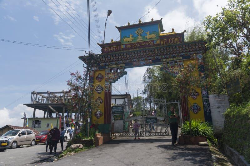 Entrada de um monastério de Rumtek perto de Gangtok, Sikkim, Índia imagens de stock royalty free