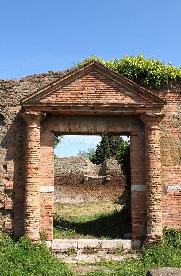 Entrada de uma casa romana velha imagem de stock royalty free