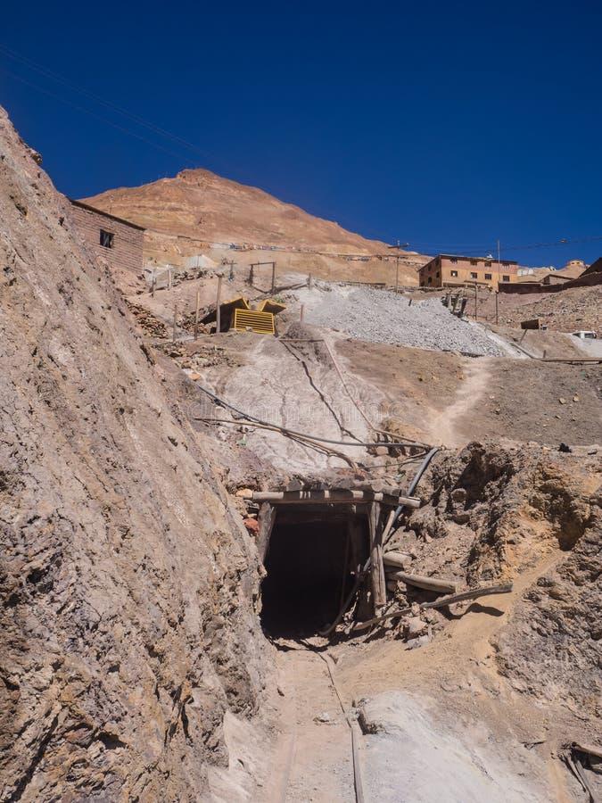 Entrada de una mina en Cerro Rico en Potosi fotos de archivo libres de regalías