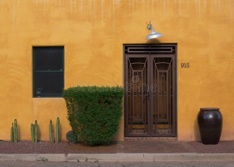 Entrada de Viejo del barrio hispano fotografía de archivo libre de regalías
