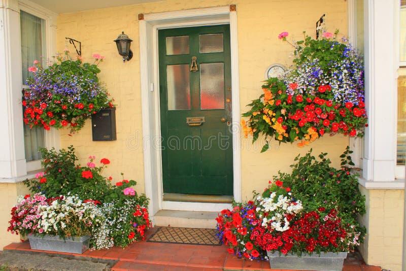 Entrada decorada bonita da casa fotografia de stock royalty free