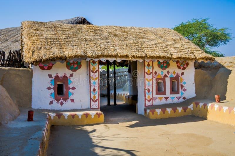 Entrada decorativa da casa em Kutch, Gujarat, Índia fotos de stock royalty free
