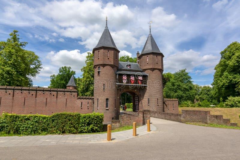 Entrada del castillo de De Haar, Utrecht, Países Bajos imagen de archivo libre de regalías