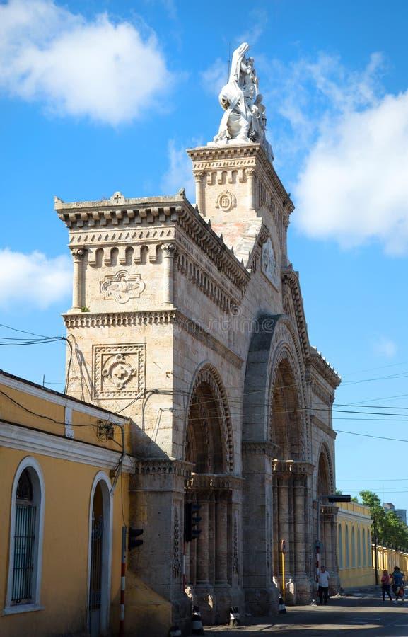 Entrada del cementerio de los dos puntos en Cuba fotografía de archivo