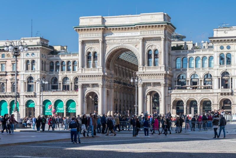 Entrada del Galleria Vittorio Emanuele II, Milán, Italia imagenes de archivo