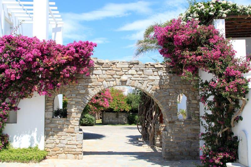 Entrada del hotel en Paros Grecia foto de archivo